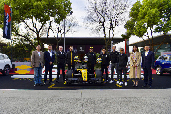 Jerome Stoll, Nico Hulkenberg, Renault F1 Team, Daniel Ricciardo, Renault F1 Team, Guanyu Zhou, Cyril Abiteboul, Managing Director, Renault F1 Team and Alain Prost pode or a group picture