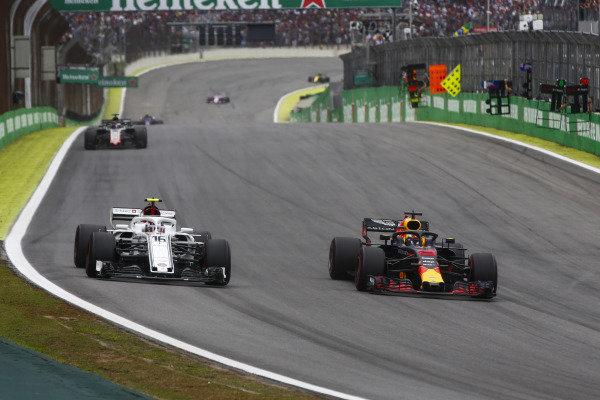 Daniel Ricciardo, Red Bull Racing RB14 Tag Heuer, overtakes Charles Leclerc, Sauber C37 Ferrari.