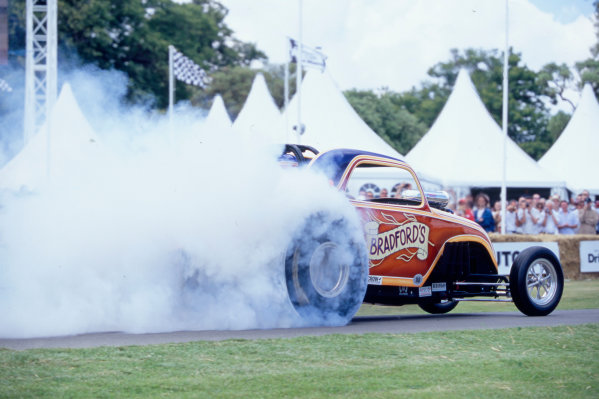 2004 Goodwood Festival of SpeedGoodwood House, Chichester, England. 25th - 27th June.The 2500bhp Dragsters entertained the crowds with their classic burnouts in front of Goodwood House.World Copyright: Jeff Bloxham/LAT Photographicref: 35mm Transparency Image.
