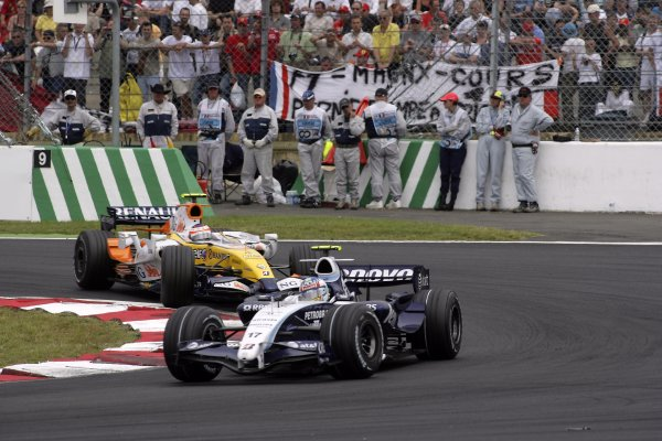 2007 French Grand Prix - Sunday RaceCircuit de Nevers Magny Cours, Nevers, France.1st July 2007.Alex Wurz, Williams FW29 Toyota, 14th position, leads Heikki Kovalainen, Renault R27, 15th position. Action. World Copyright: Andrew Ferraro/LAT Photographicref: Digital Image VY9E3392