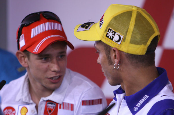 2008 MotoGP Championship - Czech RepublicBrno, Czech Republic. 14th - 17th August 2008.Casey Stoner Ducati Marlboro Team offers his hand and an olive branch to Valentino Rossi to apologize for his post race comments after losing the Laguna Seca race to his great rival .World Copyright: Martin Heath / LAT Photographicref: Digital Image BPI_Moto 5jtl