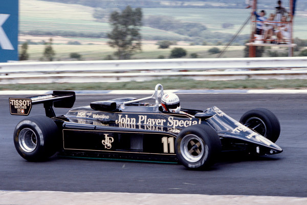 1982 South African Grand Prix.Kyalami, South Africa.13-15 October 1982.Elio de Angelis (Lotus 87B Ford) 8th position.Ref-82 SA 38.World Copyright - LAT Photographic
