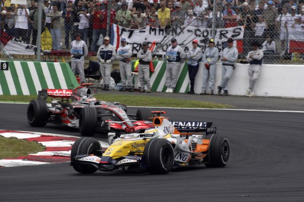 2007 French Grand Prix - Sunday RaceCircuit de Nevers Magny Cours, Nevers, France.1st July 2007.Giancarlo Fisichella, Renault R27, 6th position, leads Fernando Alonso, McLaren MP4-22 Mercedes, 7th position. Action. World Copyright: Andrew Ferraro/LAT Photographicref: Digital Image VY9E3405