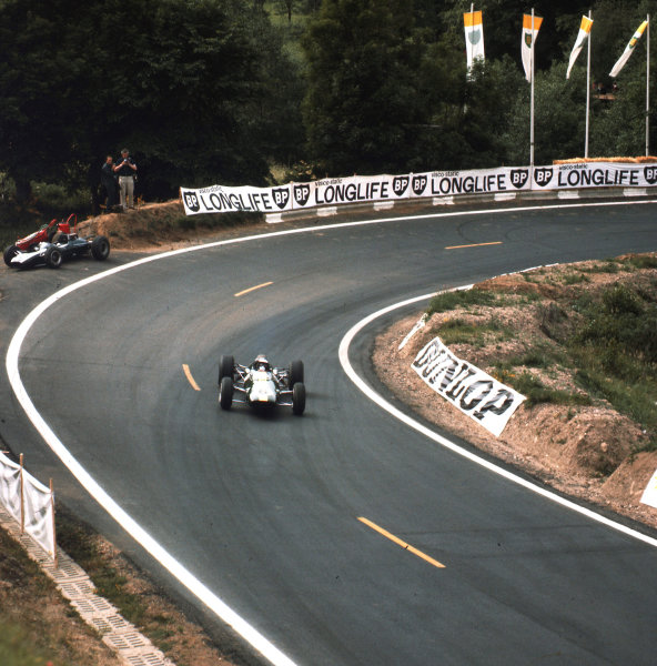 Charade, Clermont-Ferrand, France.25-27 June 1965.Jim Clark (Lotus 25 Climax) passes the retired Cooper T77 Climax of Jochen Rindt. Clark finished in 1st position.Ref-3/1765.World Copyright - LAT Photographic