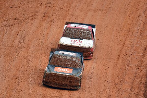 #18: Chandler Smith, Kyle Busch Motorsports, Toyota Tundra JBL and #22: Austin Wayne Self, AM Racing, Chevrolet Silverado GOTEXAN/AM
