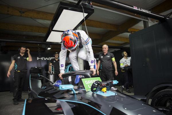 Gary Paffett (GBR), HWA Racelab, VFE-05 in the garage