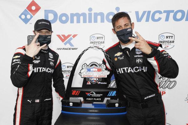 #1: Josef Newgarden, Team Penske Chevrolet, podium, Patrick Stewart