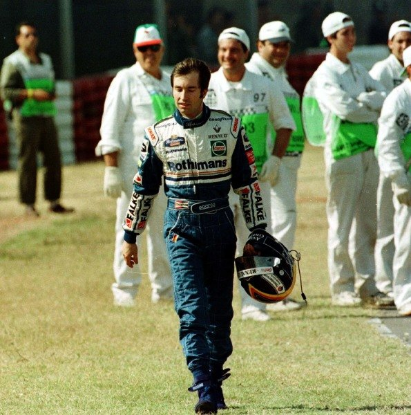1997 Argentinian Grand Prix.Buenos Aires, Argentina.11-13 April 1997.Heinz-Harald Frentzen (Williams Renault) walks back to the pits after retiring from the race.World Copyright - LAT Photographic