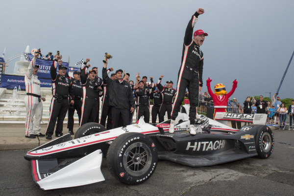 Josef Newgarden, Team Penske Chevrolet, celebrates win with his team