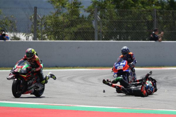 Bradley Smith, Aprilia Racing Team Gresini crashes with Aleix Espargaro, Aprilia Racing Team Gresini.
