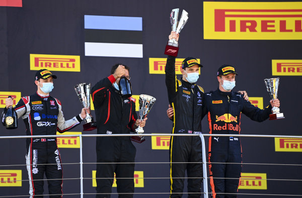 Louis Deletraz (CHE, CHAROUZ RACING SYSTEM), 2nd position, Christian Lundgaard (DNK, ART GRAND PRIX), 1st position, and Juri Vips (EST, DAMS), 3rd position, on the podium with their trophies
