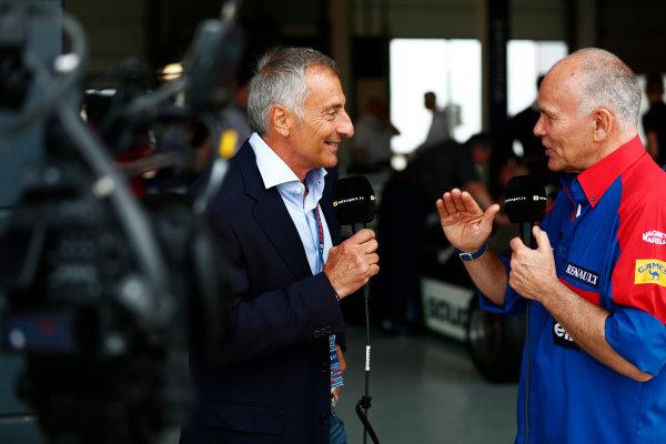Williams 40 Event Silverstone, Northants, UK Friday 2 June 2017. Riccardo Patrese talks to former Williams team manager Peter Windsor. World Copyright: Sam Bloxham/LAT Images ref: Digital Image _J6I6677