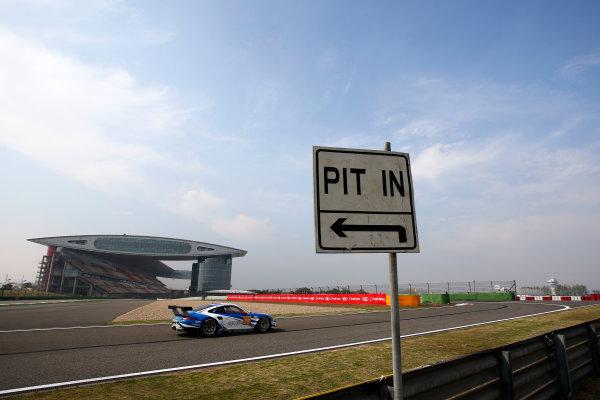 2016 FIA World Endurance Championship, Shanghai, China. 4th - 6th November 2016. Christian Reid / Wolf Henzler / Joel Camathias - KCMG Porsche 911 RSR. World Copyright: Ebrey / LAT Photographic.