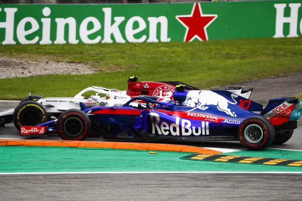 Charles Leclerc, Sauber C37 Ferrari, and Pierre Gasly, Toro Rosso STR13 Honda, go wheel-to-wheel.