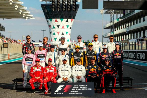 F1 drivers goup photo at Formula One World Championship, Rd20, Abu Dhabi Grand Prix, Race, Yas Marina Circuit, Abu Dhabi, UAE, Sunday 26 November 2017.