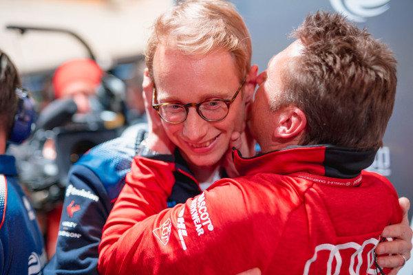 Sylvain Filippi, Managing Director, Envision Virgin Racing congratulated by Allan McNish, Team Principal, Audi Sport Abt Schaeffler