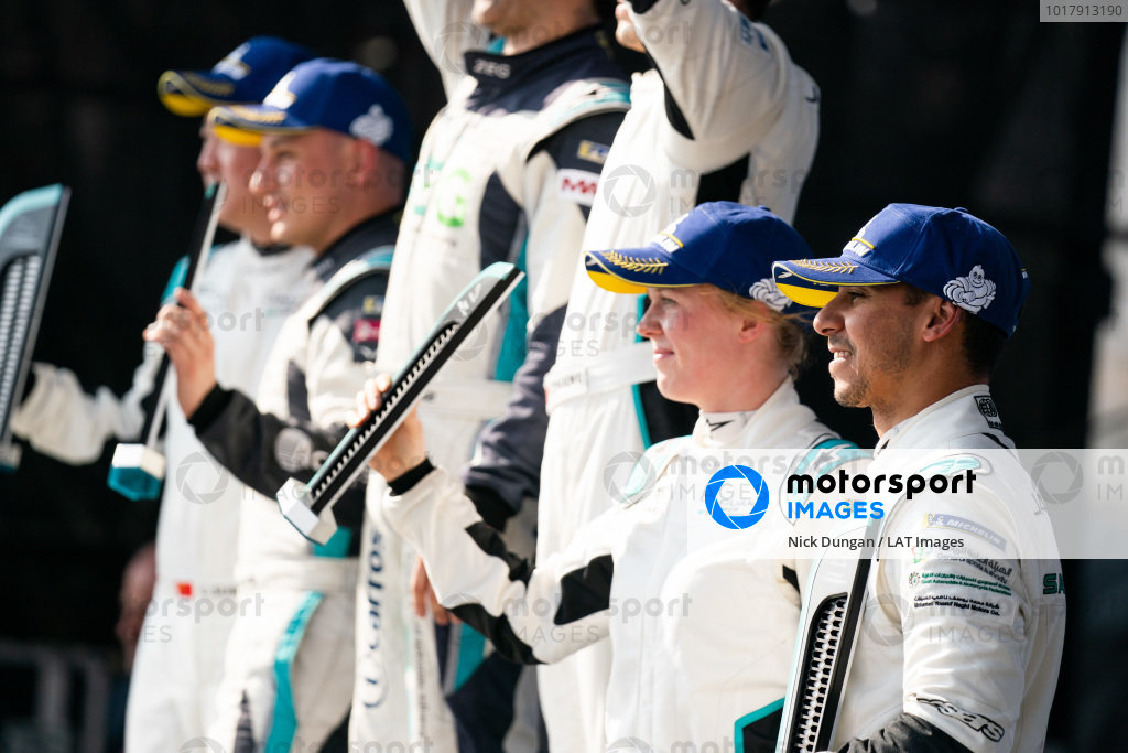 PRO 3rd position Alice Powell (GBR), Jaguar Ran Racing eTROPHY Team Germany with PRO AM 3rd position Mashhur Bal Hejaila (SAU), Saudi Racing
