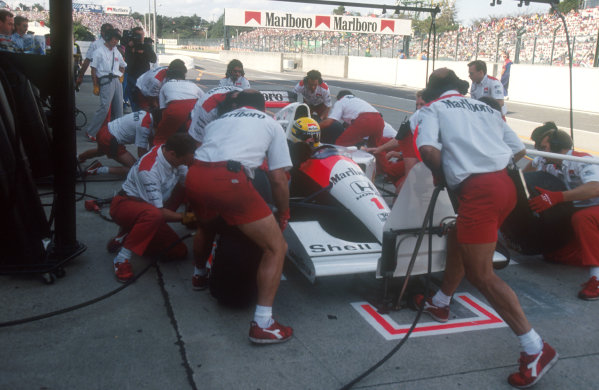 1991 Japanese Grand Prix.Suzuka, Japan.18-20 October 1991.Ayrton Senna (McLaren MP4/6 Honda) 2nd position, takes a pitstop. He was leading until the final corner, when he handed victory to Berger.Ref-91 JAP 07.World Copyright - LAT Photographic