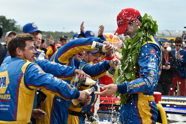 Verizon IndyCar Series IndyCar Grand Prix at the Glen Watkins Glen International, Watkins Glen, NY USA Sunday 3 September 2017 Alexander Rossi, Curb Andretti Herta Autosport with Curb-Agajanian Honda celebrates the win with team in Victory Lane World Copyright: Scott R LePage LAT Images ref: Digital Image lepage-170903-wg-7858