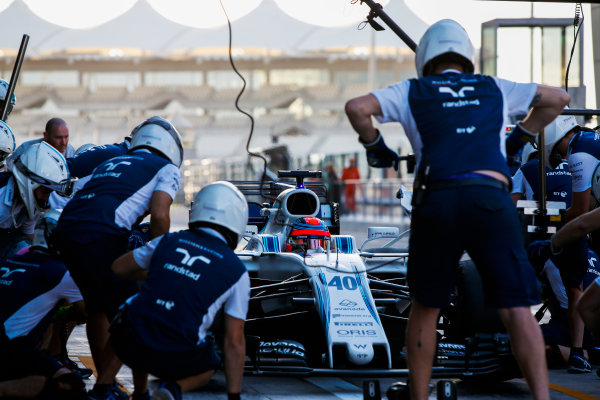 Yas Marina Circuit, Abu Dhabi, United Arab Emirates. Wednesday 29 November 2017. Robert Kubica, Williams FW40 Mercedes, makes a pit stop. World Copyright: Joe Portlock/LAT Images  ref: Digital Image _L5R0909