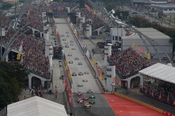 4-5 May, 2013, Sao Paulo, Brazil Ryan Hunter-Reay leads into turn 1 at the start © 2013, Michael L. Levitt LAT Photo USA