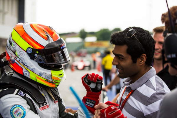 2016 GP3 Series Round 4 Hungaroring, Budapest, Hungary. Sunday 24 July 2016. Arjun Maini (IND, Jenzer Motorsport) with Karun Chandhok Photo: Sam Bloxham/GP3 Series Media Service. ref: Digital Image _SBB8238