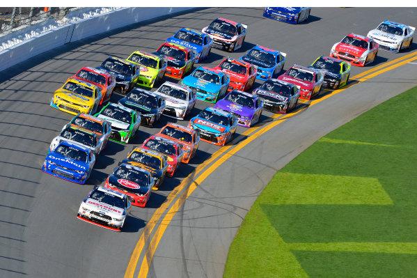 19-20 February, 2016, Daytona Beach, Florida USA Joey Logano leads the field. ?2016, F. Peirce Williams LAT Photo USA