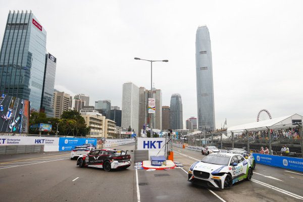 Simon Evans (NZL), Team Asia New Zealand leads Sérgio Jimenez (BRA), Jaguar Brazil Racing