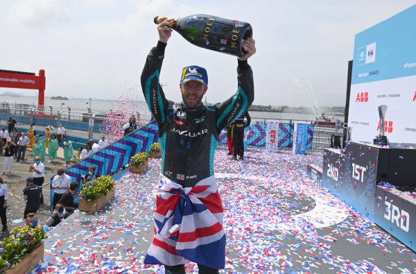 Sam Bird (GBR), Jaguar Racing, 1st position, celebrates with Champagne on the podium