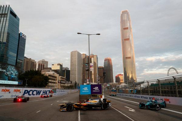 2017/2018 FIA Formula E Championship. Round 1 - Hong Kong, China. Saturday 02 December 2017. Jean Eric Vergne (FRA), TECHEETAH, Renault Z.E. 17, leads Luca Filippi (ITA), NIO Formula E Team, NextEV NIO Sport 003. Photo: Sam Bloxham/LAT/Formula E ref: Digital Image _J6I3748