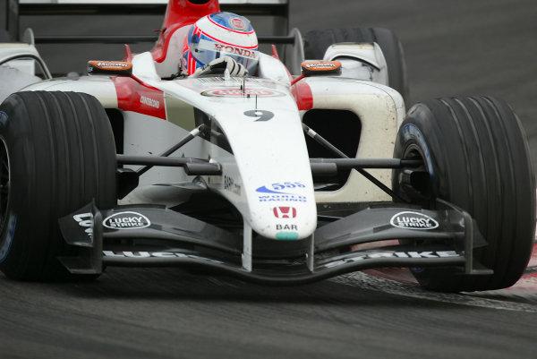 2004 Bahrain Grand Prix - Sunday race,Sakhir, Bahrain.4th April 2004Jenson Button, BAR Honda 006, takes third positon.World Copyright LAT Photographic.Digital image only