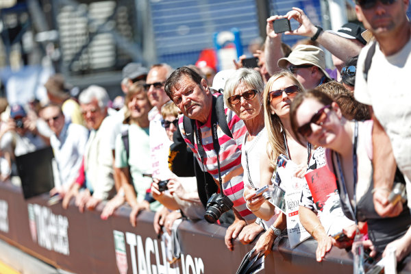 Monte Carlo, Monaco. Friday 22 May 2015. Fans wait for drivers autographs. World Copyright: Alastair Staley/LAT Photographic. ref: Digital Image _79P1420