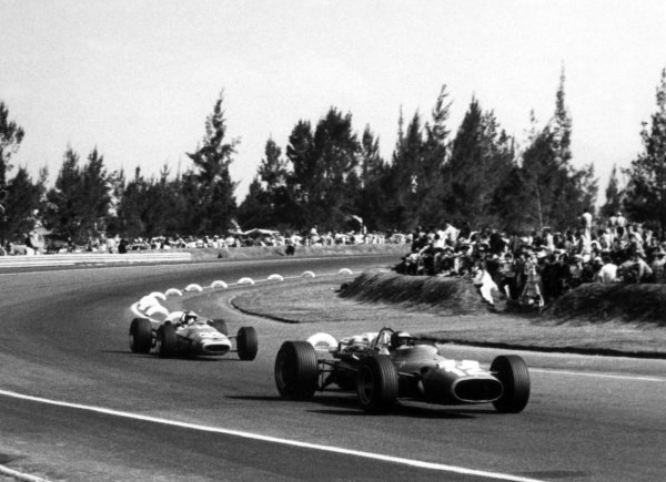 1967 Mexican Grand Prix.Mexico City, Mexico. 22 October 1967.Jonathan Williams, Ferrari 312, 8th position, leads Jean-Pierre Beltoise, Matra MS7-Cosworth, 7th position, action.World Copyright: LAT PhotographicRef: b&w print