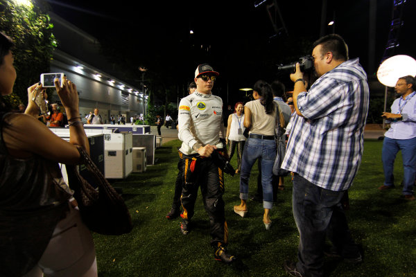 Marina Bay Circuit, Singapore. Sunday 22nd September 2013.  Kimi Raikkonen, Lotus F1, is photographed by fans in the paddock.  World Copyright: Jed Leicester/LAT Photographic. ref: Digital Image _JED3097