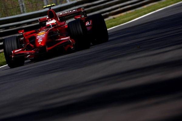 2007 Italian Grand PrixAutodromo di Monza, Monza, Italy.7th - 9th September 2007.Kimi Raikkonen, Ferrari F2007. Action.World Copyright: Lorenzo Bellanca/LAT Photographicref: Digital Image _64I5055