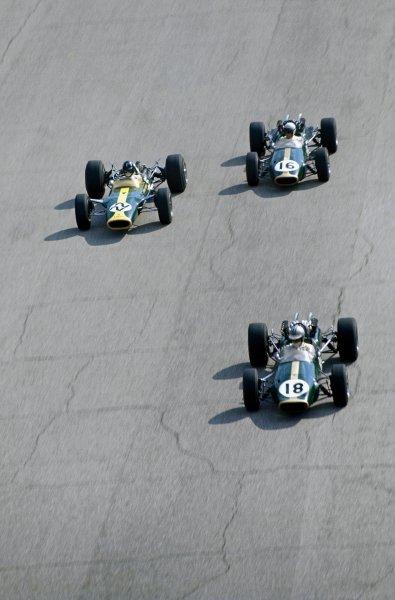 Denny Hulme (NZL) Brabham Repco BT24, leads Graham Hill (GBR) Lotus Ford 49, and Jack Brabham (AUS) Brabham Repco BT24. Formula One World Championship, Rd9, Italian Grand Prix, Monza, Italy. 10 September 1967. BEST IMAGE