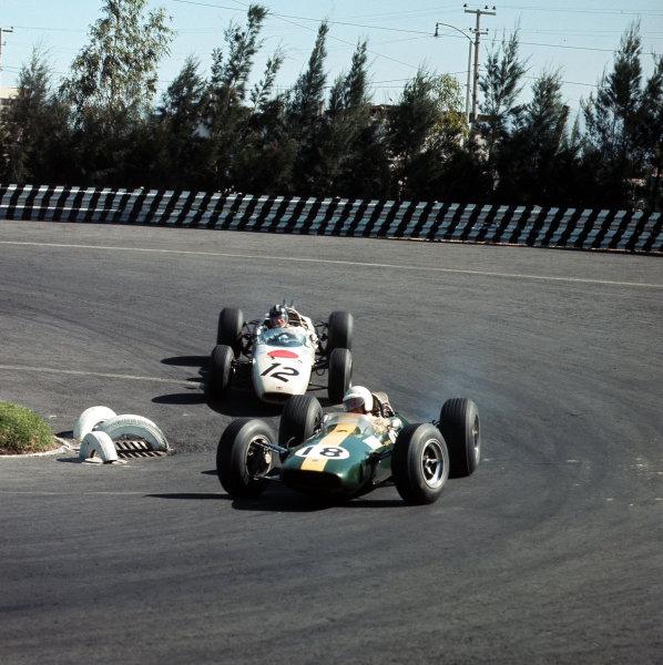 Mexico City, Mexico.22-24 October 1965.Moises Solana (Lotus 25 Climax) leads Ronnie Bucknum (Honda RA272).Ref-3/1862.World Copyright - LAT Photographic