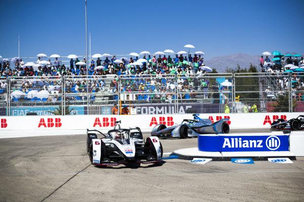 Maximilian Günther (DEU), Dragon Racing, Penske EV-3 leads Felipe Massa (BRA), Venturi Formula E, Venturi VFE05