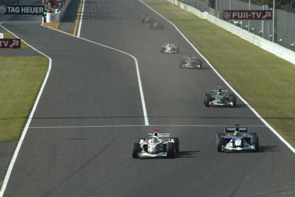 2002 Japanese Grand Prix.Suzuka, Japan. 11-13 October 2002.Jacques Villeneuve (B.A R. 004 Honda) goes down the inside of Felipe Massa (Sauber C21 Petronas) to overtake.World Copyright - LAT Photographic/Steve Etheringtonref: Digital File Only