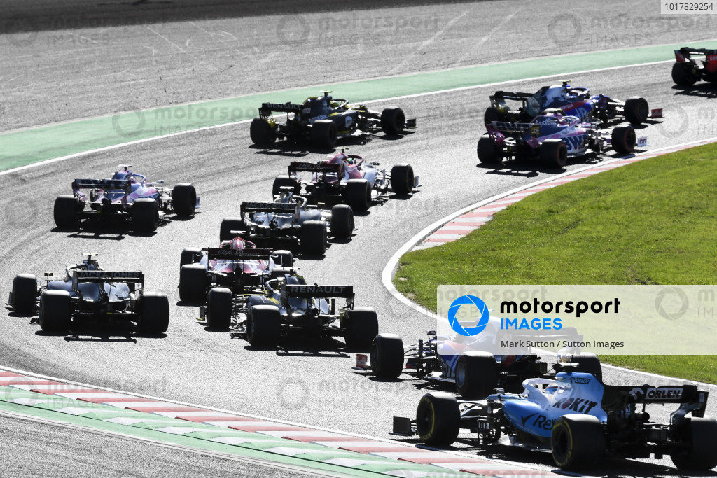 Alexander Albon, Red Bull RB15, leads Pierre Gasly, Toro Rosso STR14, Lance Stroll, Racing Point RP19, Nico Hulkenberg, Renault R.S. 19, Antonio Giovinazzi, Alfa Romeo Racing C38, Pierre Gasly, Toro Rosso STR14, and the remainder of the field at the start