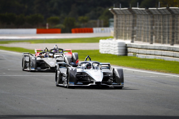 Nyck de Vries (NLD), Mercedes Benz EQ, EQ Silver Arrow 01 leads Brendon Hartley (NZL), GEOX Dragon, Penske EV-4 and Jérôme d'Ambrosio (BEL), Mahindra Racing, M6Electro