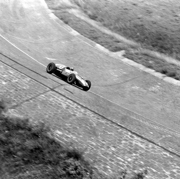 1959 German Grand Prix.Avus, Berlin, Germany.31/7-2/8 1959.Jack Brabham (Cooper T51 Climax) in the banked North Turn. Ref-4646.World Copyright - LAT Photographic