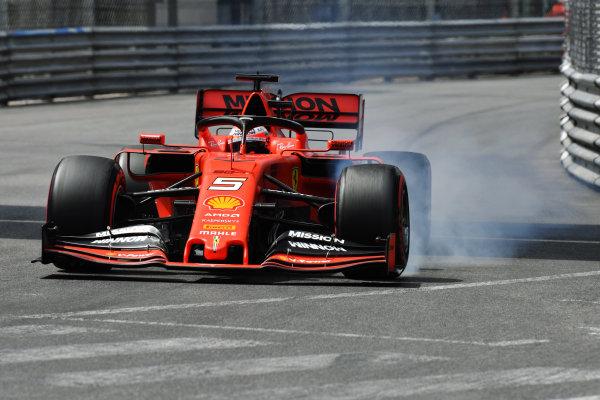 Sebastian Vettel, Ferrari SF90, locks-up