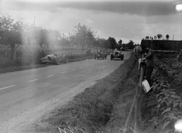 Louis Paris / Marcel Mongin, Delahaye 18CV Sport and  Arthur Marsh / H. B. Guest, Singer Nine Le Mans, pass the crashed Clifton Penn-Hughes / Thomas Fotheringham-Parker, R. E. Tongue, Aston Martin 1.5.
