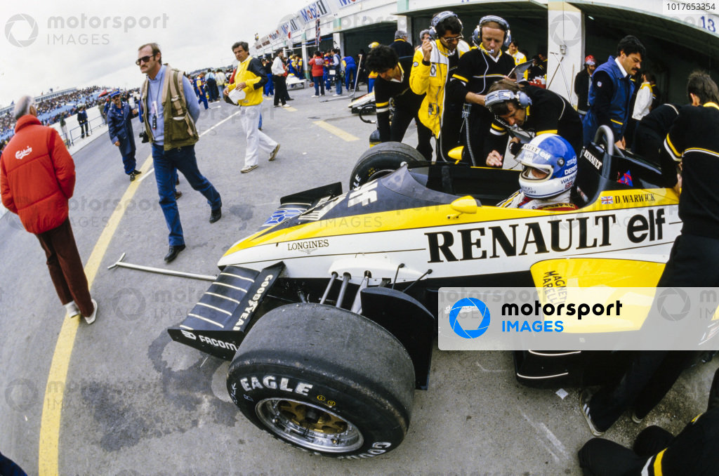 Patrick Tambay, Renault RE50, in the pits.