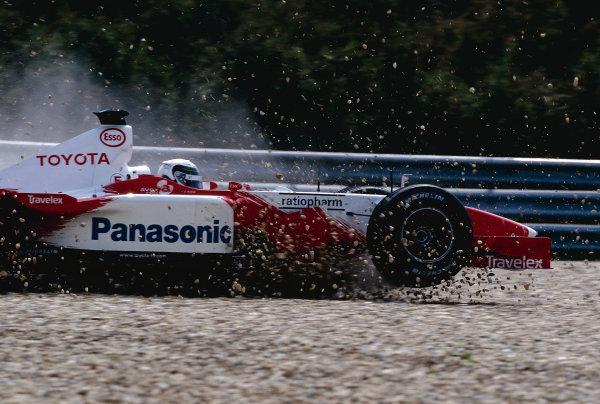 2002 Hungarian Grand Prix.Hungaroring, Budapest, Hungary. 16-18 August 2002.Allan McNish (Toyota TF102) takes a trip through the gravel trap. Ref-02 HUN 27.World Copyright - Coates/LAT Photographic