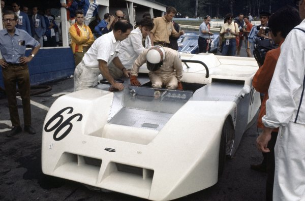 1970 Can-Am Challenge Cup.CanAm race. Watkins Glen, New York State, United States (USA). 12 July 1970.Jackie Stewart (Chaparral 2J-Chevrolet) in the pits.World Copyright: LAT PhotographicRef: 35mm transparency 70CANAM03