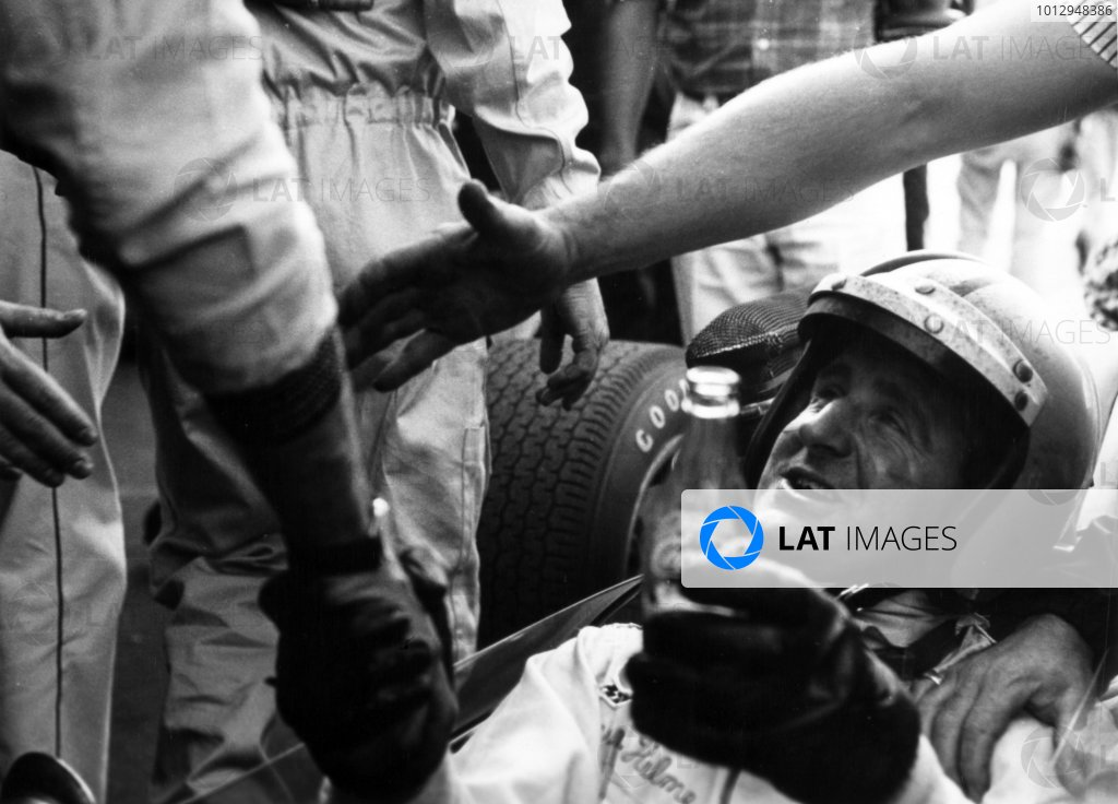 1967 Mexican Grand Prix.Mexico City, Mexico. 22 October 1967.Denny Hulme, Brabham BT24-Repco, 3rd position, after clinching the world championship, portrait, helmet.World Copyright: LAT PhotographicRef: b&w print