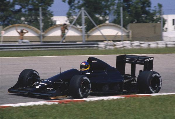 1989 Brazilian Grand Prix.Jacarepagua, Rio de Janeiro, Brazil.24-26 March 1989.Michele Alboreto (Tyrrell 017B Ford) 10th position.Ref-89 BRA 33.World Copyright - LAT Photographic