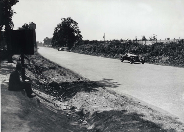 Montlhery, Paris, France.1 July 1934.Count Felice Trossi/Guy Moll (Alfa Romeo Tipo-B P3) leads a Mercedes-Benz W25. They finished in 3rd position.World Copyright - LAT Photographic